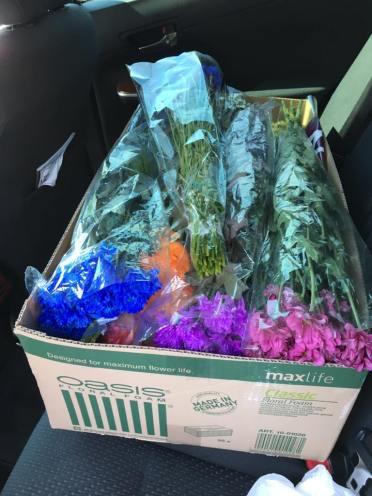 Игорь Гордеев купил и привёз цветы, воду, секатор, мешки под мусор, свечи