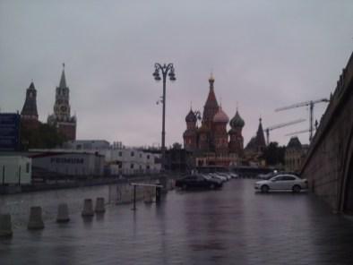 21.07.2018 Дежурство на Мосту Немцова. Дождь идёт