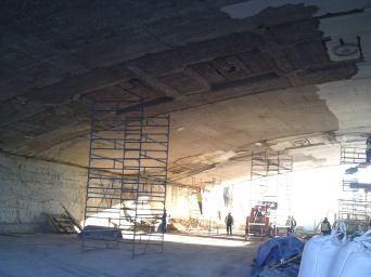 20.10.2018 Немцов мост. Ремонт. Под мостом. Внутри загородки