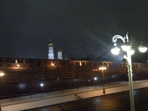 21.12.2018 Дежурство на мосту Немцова Снег идёт...