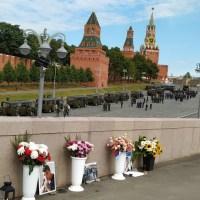 «Немцов жив!» – прокричали нам из туристического автобуса