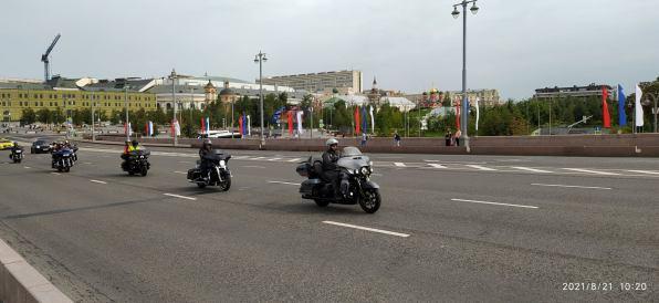 Утреннее дежурство на Мосту Немцова Мотоциклисты приехали