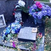 У могилы Немцова