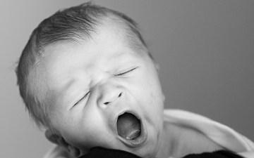 あくび 子ども 寝る