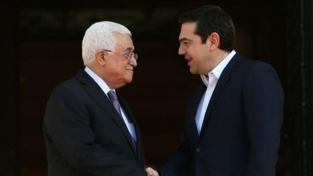 Il presidente palestinese Abbas (sinistra) e il premier greco Tsipras (destra)