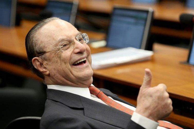 Paulo Maluf é afastado do mandato de deputado e suplente é convocado