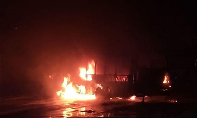 Polícia prende dois suspeitos de atear fogo em ônibus no Janga