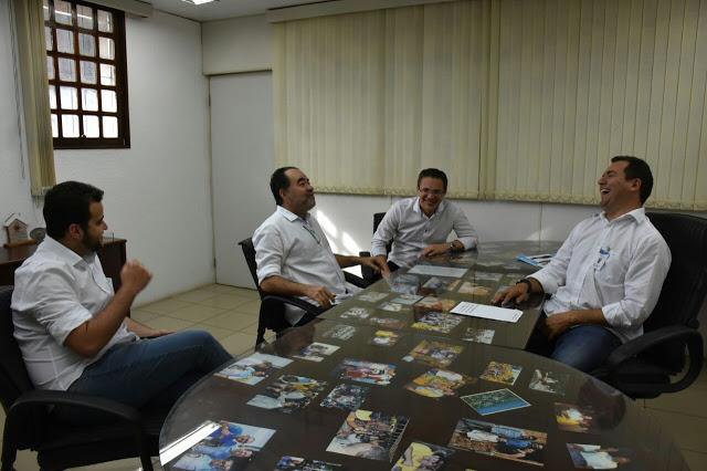 Júlio Lóssio, pré-candidato a governo de Pernambuco,visita o prefeito de Paulista
