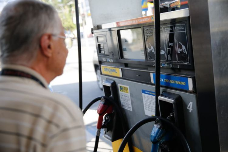 Crise dos combustíveis pode voltar nesta segunda-feira