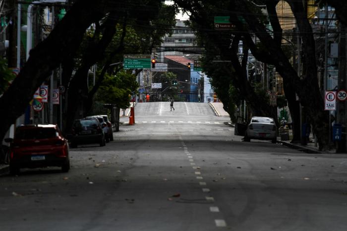 Distanciamento social salvou 2 mil vidas no Recife, aponta secretário