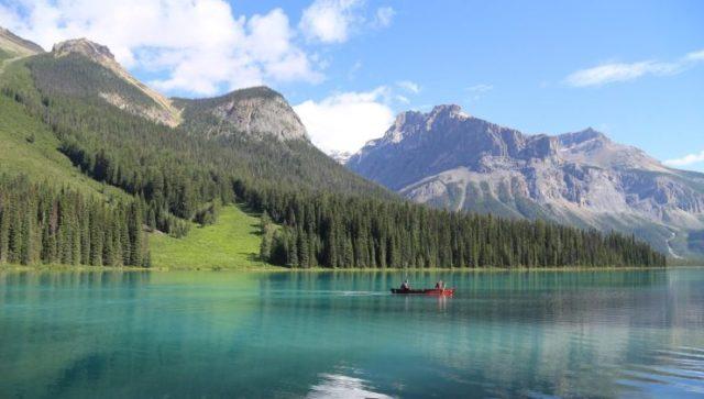 カナダの湖