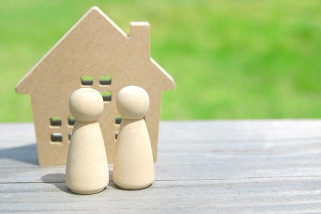 木の家と夫婦
