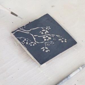 decor sur argile facile en sgraffito