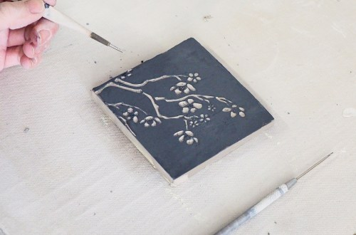 decor sur argile facile en sgraffito