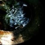 透明な水と鹿威し(ししおどし)の写真素材
