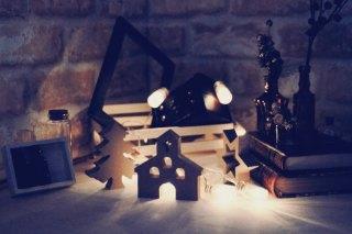 【高解像度】灯りに照らされたリスマスオーナメント(3パターン)