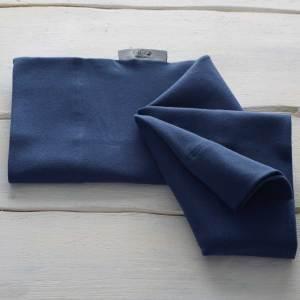 Le Bandeau kangourou bleu marine Néo peau à peau recommandée en puériculture pour les bébés à termes ou prématurés