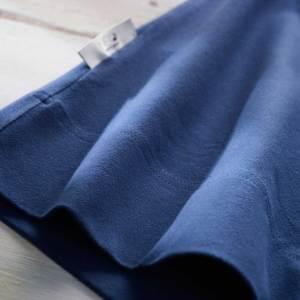 Détail du Bandeau kangourou bleu marine Néo peau à peau recommandée en puériculture pour les bébés à termes ou prématurés