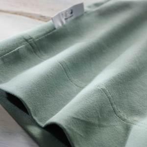 Détail du Bandeau kangourou vert amande Néo peau à peau recommandée en puériculture pour les bébés à termes ou prématurés
