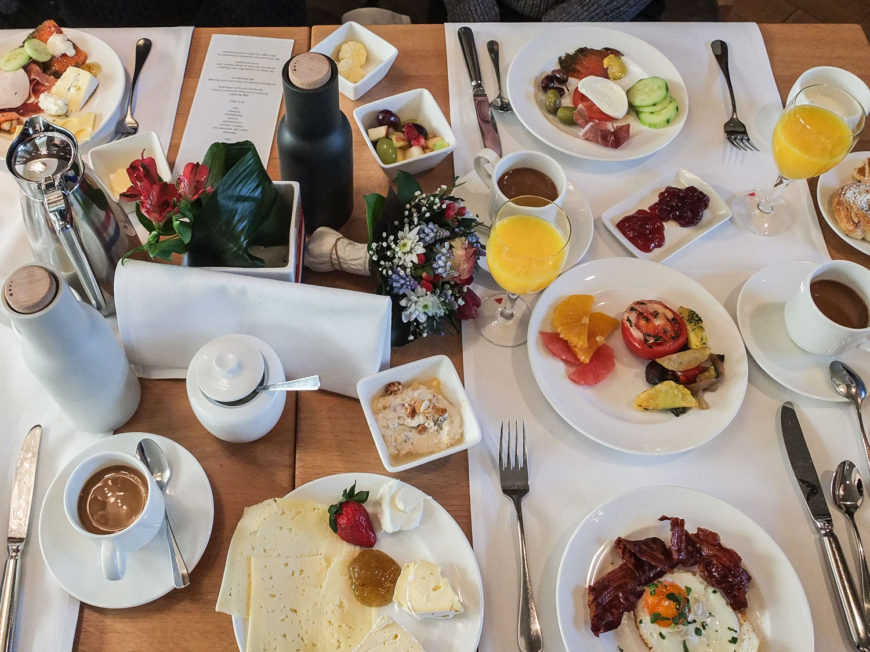 Frühstück im Maximilians. Foto: Neoheimat