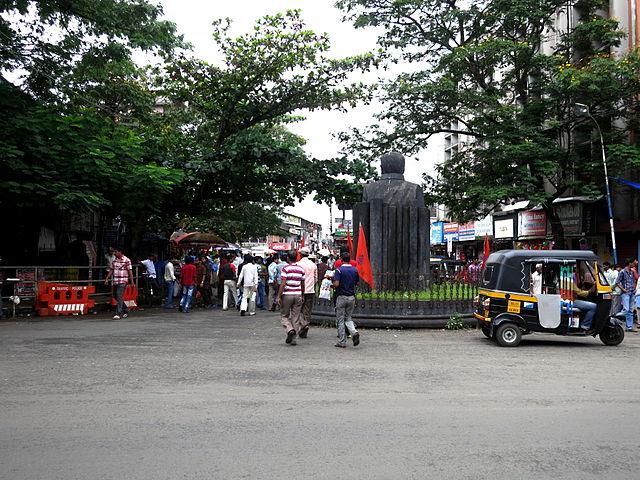 SM Street SK Pottekkat Statue