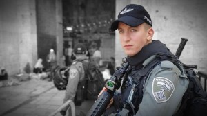 Izraeli zászlót égetett gyerekként, ma a zsidó állam rendőrségében szolgál