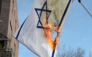 Németország betiltja a zászlóégetést