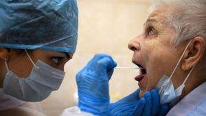 Óvatosságra int az orosz koronavírus-vakcina kifejlesztője