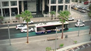 Elindult az útból töltődő buszok tesztelése Tel-Avivban