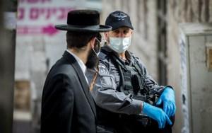 Vírusharc Izraelben: a vallásos közösségek személyes támadásnak veszik a kormány rendeleteit
