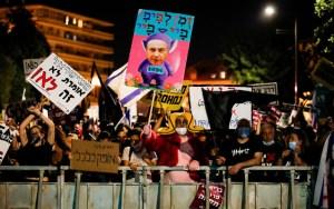 A korrupciós vádak és a Covid miatt újra tüntettek Netanjahu ellen