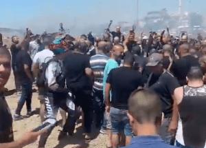Így ünneplik izraeli arabok a saját falvukat érő rakétákat (videó)