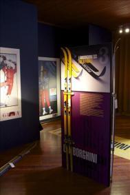 museo allestimento con espositori e tampe