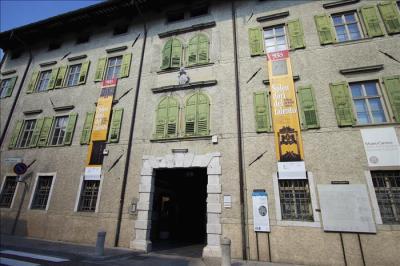 STENDARDI ESTERNO MUSEO