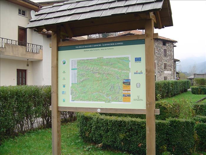 cartello turistico in legno