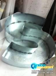 Fabricación de letras 3D aluminio y latón