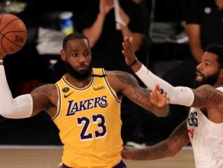 LeBron James struggles, but scores winning basket