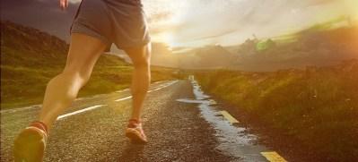 Hier ist ein läufer mit viel Energie