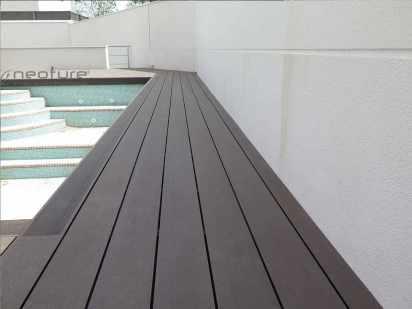 tarima exterior piscina en chalet
