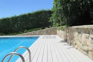 tarima madera exterior piscina.