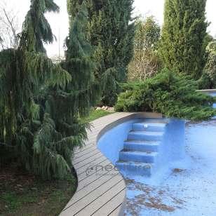 tarima-madera-sintetica-piscina-jardin-chalet