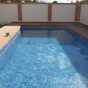 tarima piscina exterior madera tecnologica