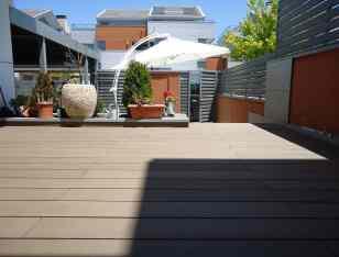 Tarima tecnológica para exterior instalada en terraza. Mod. NeoTeck.