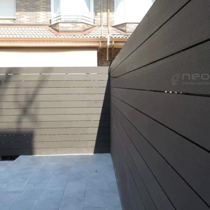 Vallado exterior en madera composite.