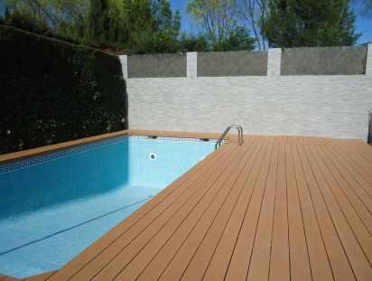 Tarima piscina en madera sintética