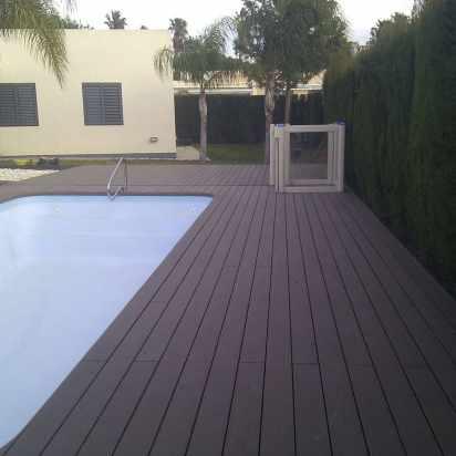 suelo-composite-chalet-con-piscina