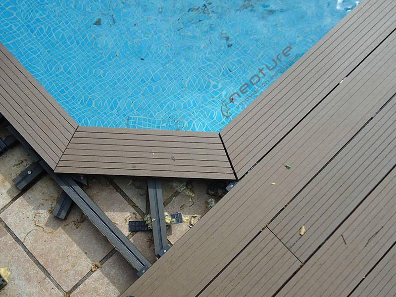 colocacion mamperlan sintetico en coronacion piscina