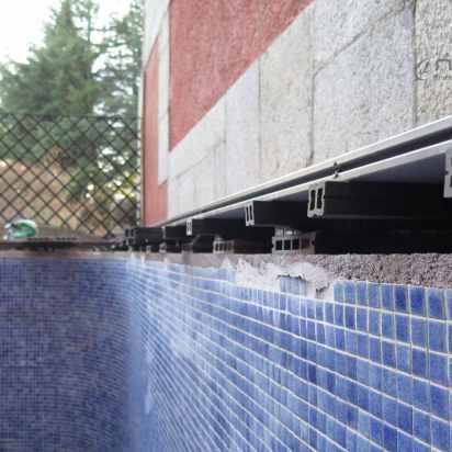 metodo de colocacion de tarima sintetica exterior en piscinas