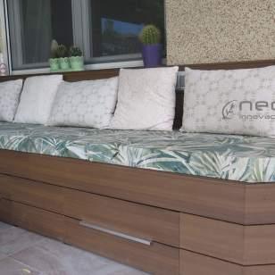 Revestimiento banco en madera composite exterior NeoCros Ipe.
