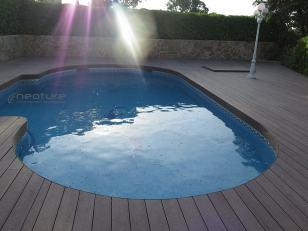 Tarima exterior piscina redondeada